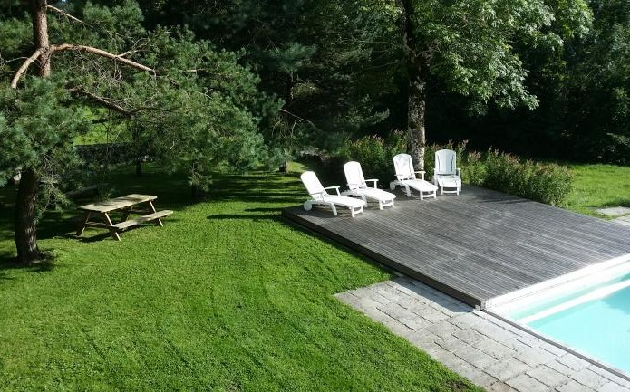 Garden and swimming-pool terrace