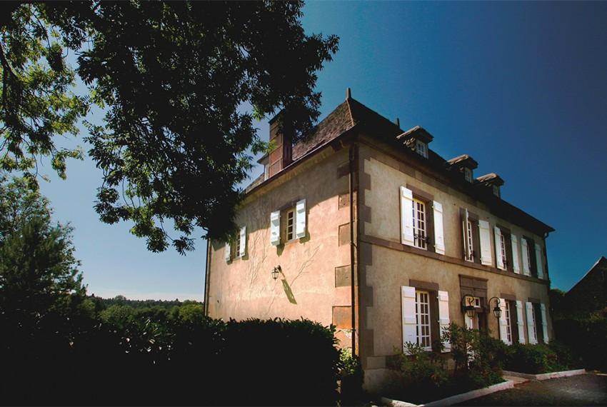19th century Mansion  « Ce ne sont pas les pierres qui bâtissent la maison, mais les hôtes. »